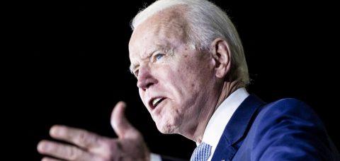 """Biden tacha de """"distracción"""" la visita de Trump a Florida"""