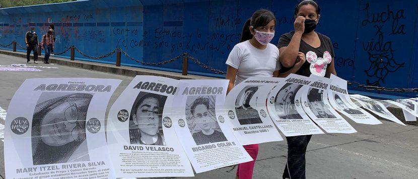 Mujeres y policías chocan en Ciudad de México en una marcha contra el machismo