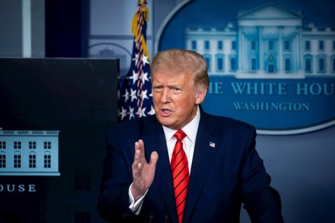 """Trump tacha de """"vergüenza"""" la historia de The Atlantic y Biden contraataca"""