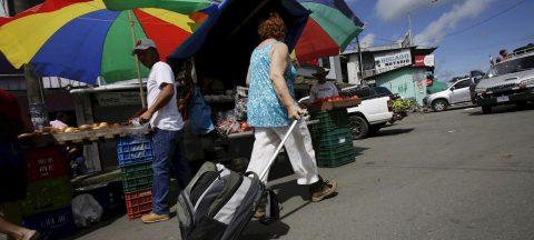 Robo a vendedora ambulante latina de 80 años en California genera solidaridad