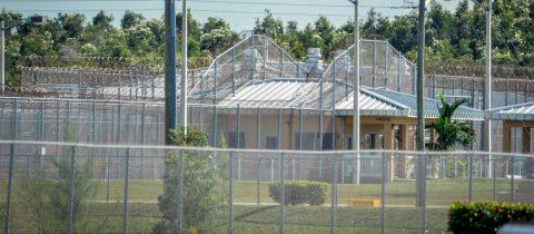 México pide a EE.UU. aclarar abusos a mujeres en cárceles de migrantes
