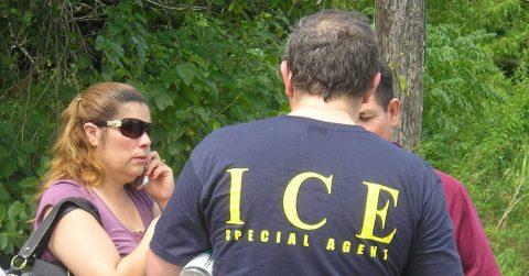 """Washington Post: ICE hará redadas en lugares """"santuario"""" en maniobra electoral"""