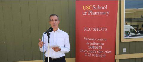 Los Ángeles inicia vacunación contra la gripe para evitar doble riesgo