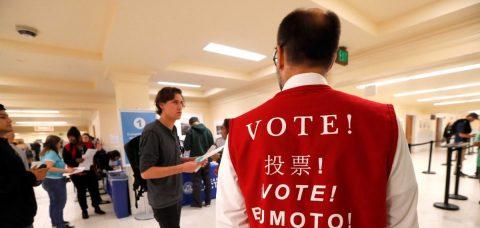 Los jóvenes, los latinos menos animados a votar en California