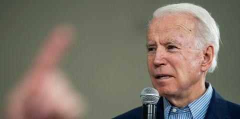 """La campaña de Biden dice que tiene """"trabajo por hacer"""" para convencer a los latinos"""