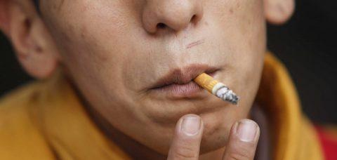 Fumadores tienen mayor riesgo de ser hospitalizados si contraen COVID-19