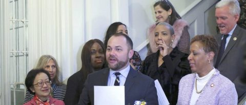 Concejo Nueva York asigna 28 millones de dólares a servicios para inmigrantes