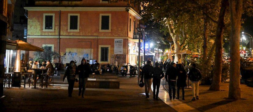 Italia suma 11.700 contagios en un día mientras aguarda medidas de contención