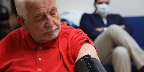 Estudio revela efectividad de medicamentos para hipertensión contra COVID-19