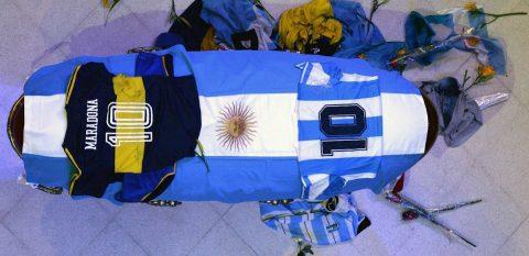 Cambian de lugar el féretro de Maradona por incidentes en la Casa Rosada