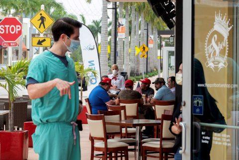 Florida suma 17.344 nuevos casos de coronavirus en una tendencia al alza