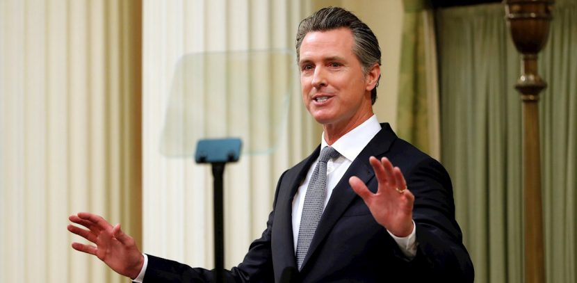 Californianos enfrentan desde hoy toque de queda para enfrentar el virus