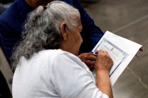 Urgen a residentes permanentes a iniciar el proceso de naturalización