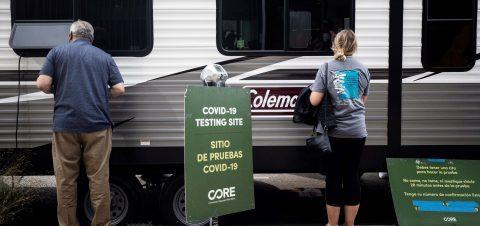 Endurecen restricciones en California por escalada de casos de coronavirus