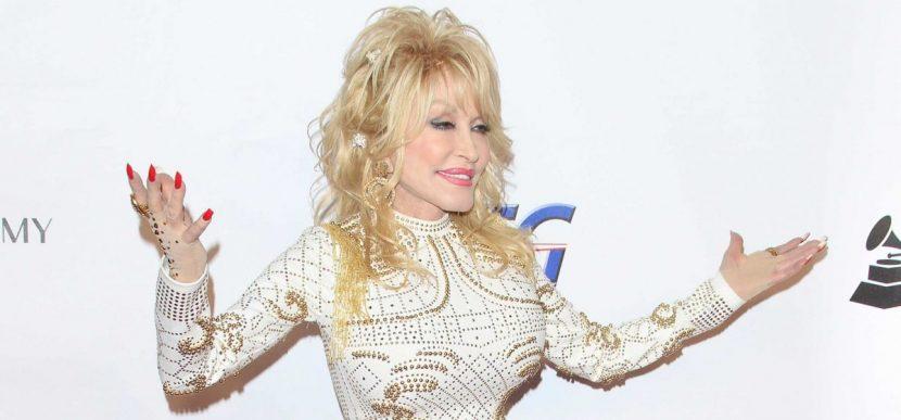 Dolly Parton aportó para financiar la vacuna de Moderna contra el coronavirus