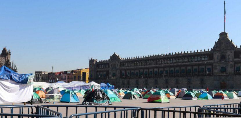 Frente opositor levanta el campamento delante del Palacio Nacional de México