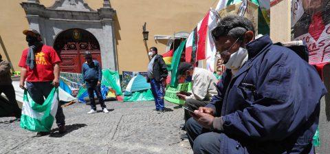 Bolivia busca por ley borrar la brecha salarial entre hombres y mujeres