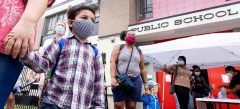 Nueva York cerrará las escuelas públicas por el aumento de casos de covid-19