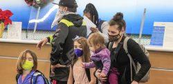 Millones ignoran una pandemia fuera de control y viajan por Acción de Gracias