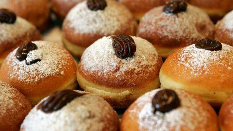 How to make tasty Hanukkah donuts at home