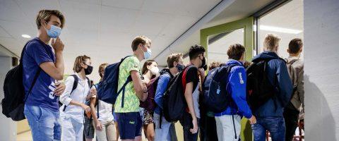 Padres latinos, más preocupados por reapertura de escuelas durante pandemia