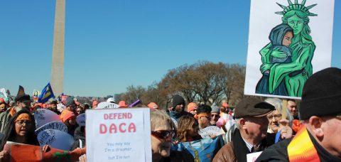 """Empresarios piden al Congreso protección permanente para """"soñadores"""""""