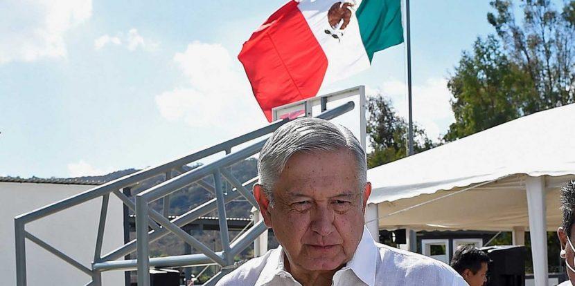 """López Obrador dice que con la vacuna """"ya se ve la luz al final del túnel"""""""