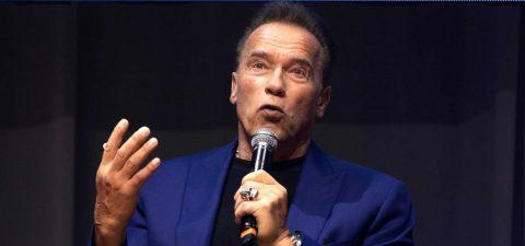 Schwarzenegger invita a ponerse la vacuna: Ven conmigo si quieres vivir