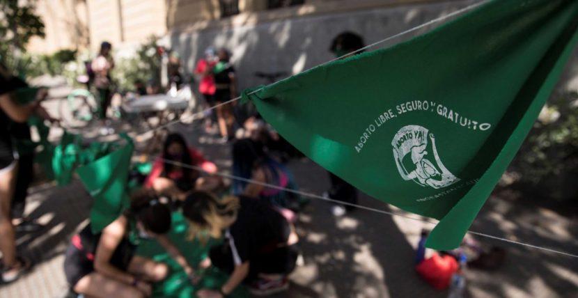 Chile inicia la discusión sobre el aborto con mira la puesta en el éxito de Argentina