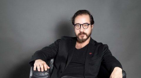 Andrés Almeida disfruta de la libertad creativa en la música y la actuación