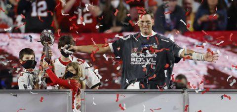 Tom Brady establece marca con su quinto premio de Jugador Más Valioso (MVP)