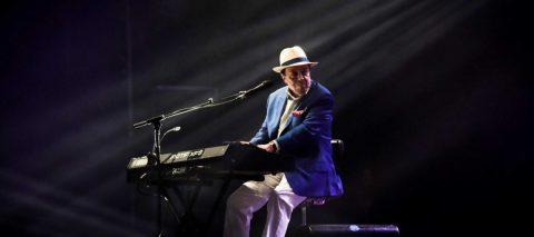"""Ocho décadas de Sergio Mendes, el """"embajador bilingüe"""" de la música brasileña"""