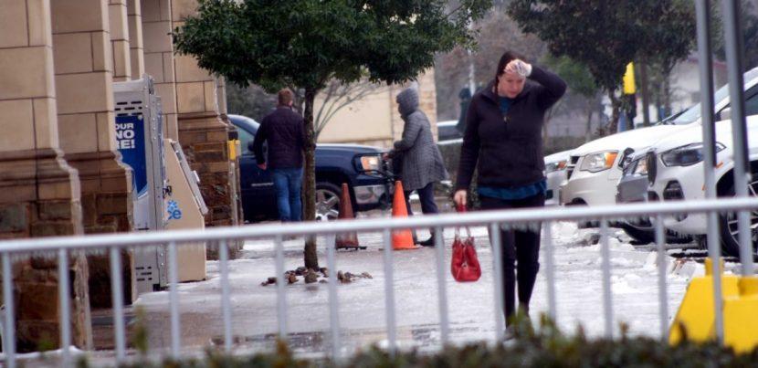 Sin energía ni gas, habitantes de Texas sufren además falta de comida y agua