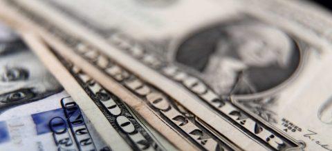 Mayoría en EE.UU. tiene más ahorros de emergencia que deuda de tarjeta